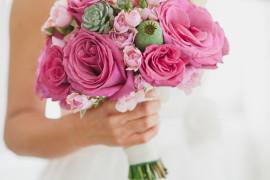toller brautstrauss mit rosen